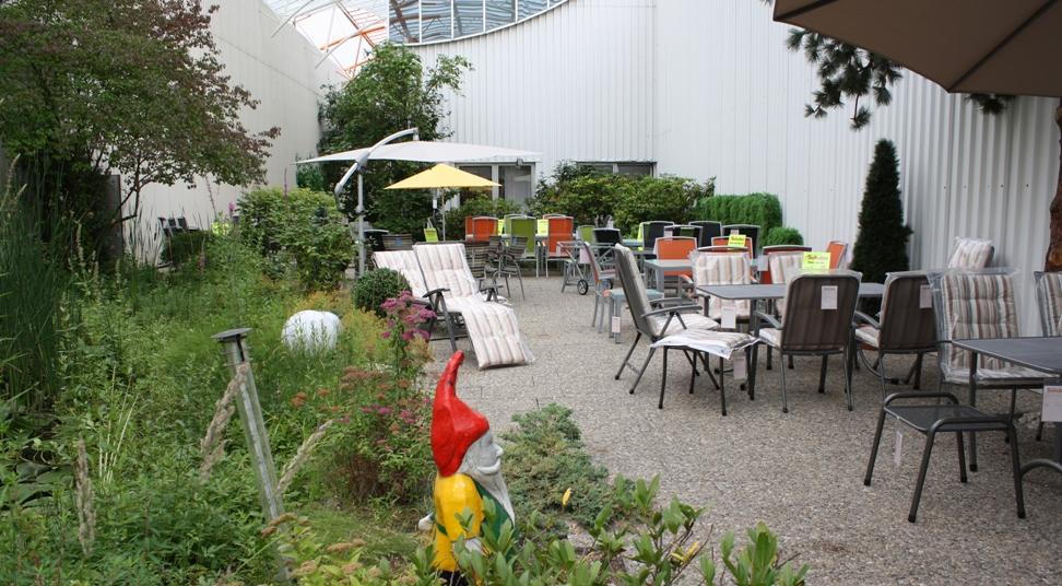 Chronik - Möbel Schulze im Jahr 1997 - Gartenmöbel-Ausstellung im Einrichtungshaus Schulze in Rödental