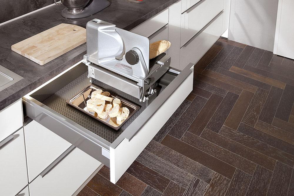 Brotschneidemaschine - praktischer Küchenhelfer