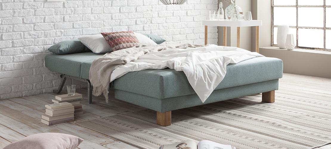 Praktische blaue Schlafcouch - Mobile Rödental