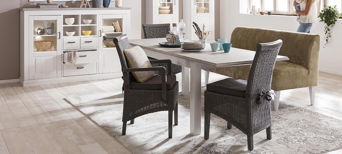 Tisch, Stühle und Sideboard - Mobile Rödental