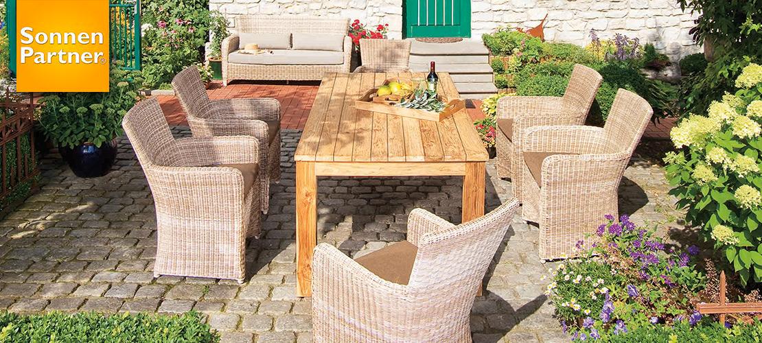 Tischgruppe - Gartenmöbel | Geflechtsessel und Old-Teak-Tisch | Möbel Schulze