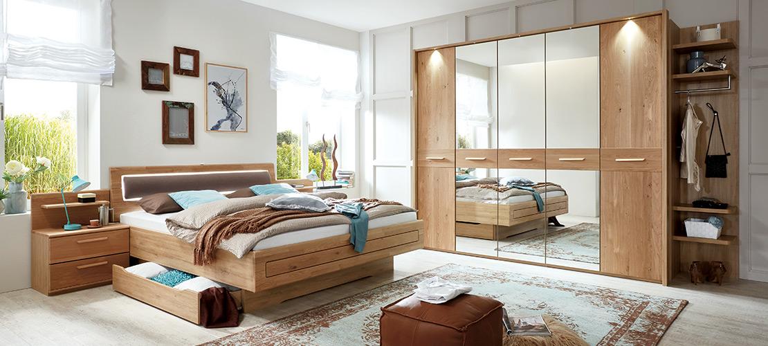 Schlafzimmer in Wildeiche Massivholz | Möbel Schulze