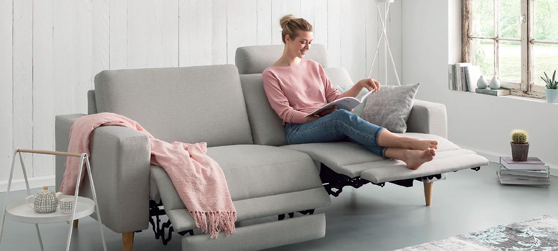 Hellgraues 3-Sitzer-Sofa inkl. 2x Wall-Away-Funktion   Möbel Schulze