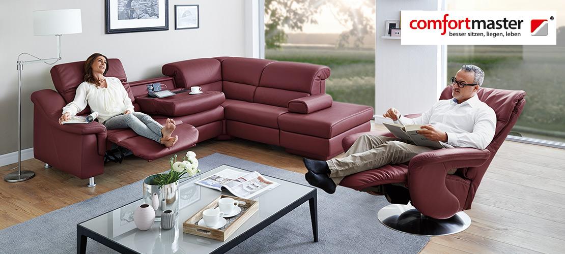 Wohnzimmer mit bordeauxfarbenen Ledersofa und Relaxsessel | Comfortmaster